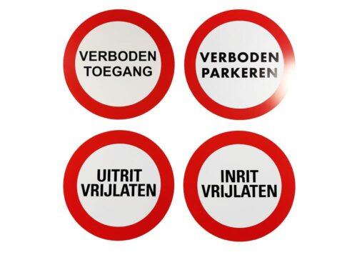 Diverse ronde borden rondom de werkplaats - Kentekenplaathouders.nl